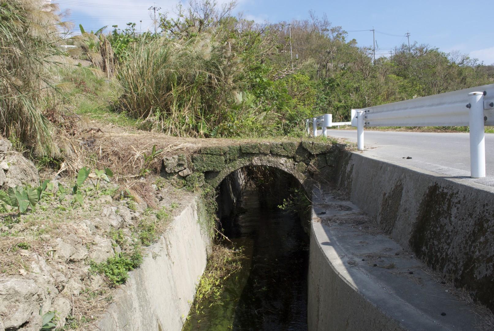 指定8新垣の石橋