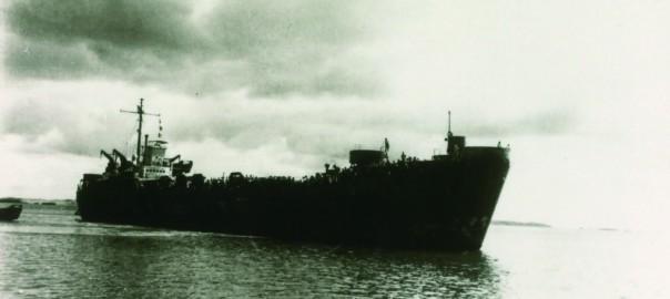 156 久場崎キャンプにて 引揚者を乗せた船