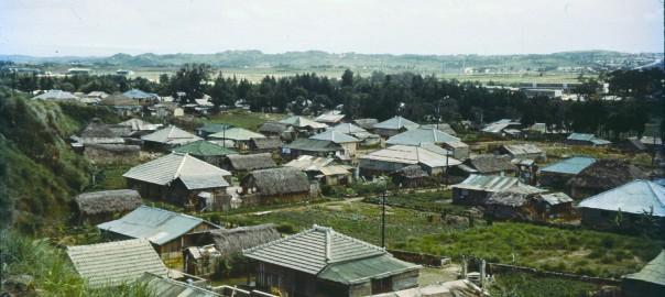 179 民家が立ち並ぶ風景