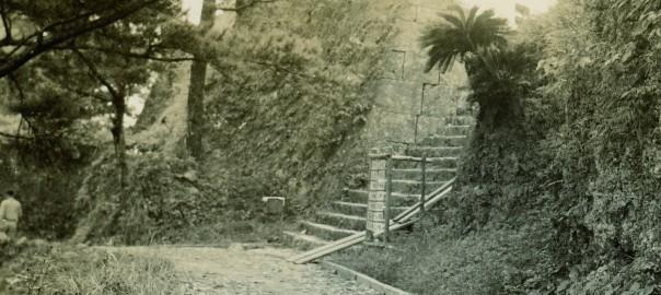 48 中城城跡 三の郭に続く階段