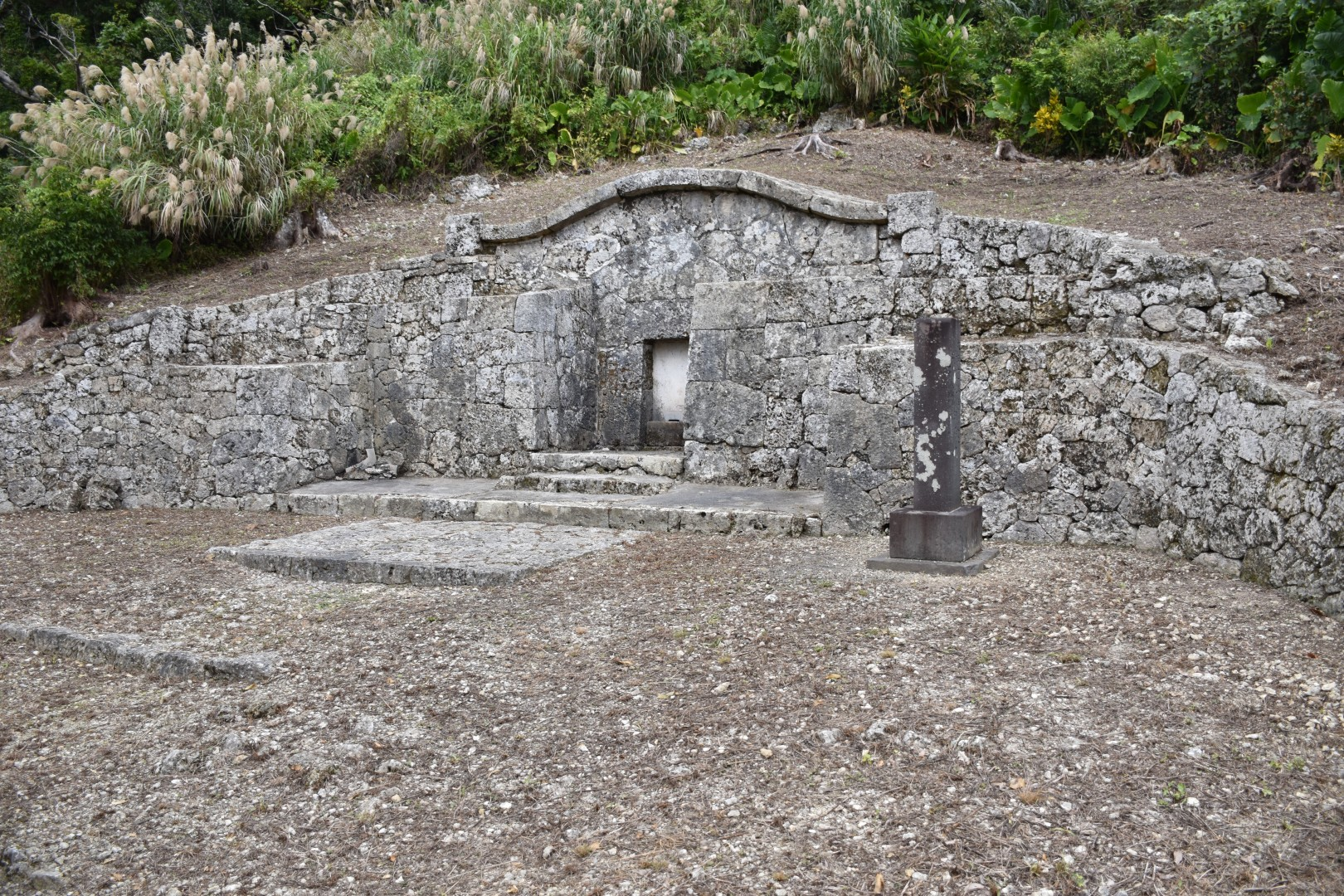 ふつう23護佐丸の墓
