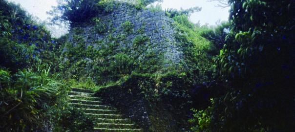 53 中城城跡 三の郭に続く階段