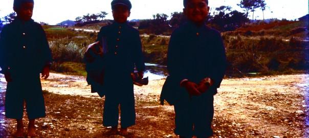 181 制服姿の3人の男の子